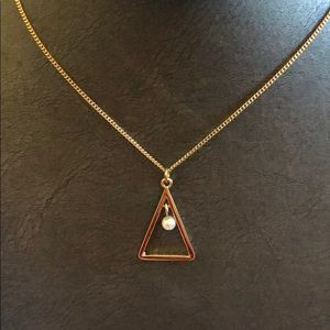 Jewelry - NWT- Gold toned triangle with pearl center